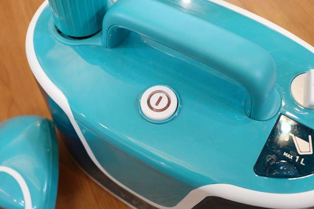 電源ボタンをオンにすると、ボタンがオレンジに点灯します