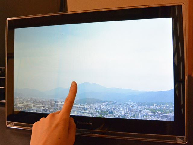 指で画面を左右にスライドさせてもチャンネルを切り替え可能