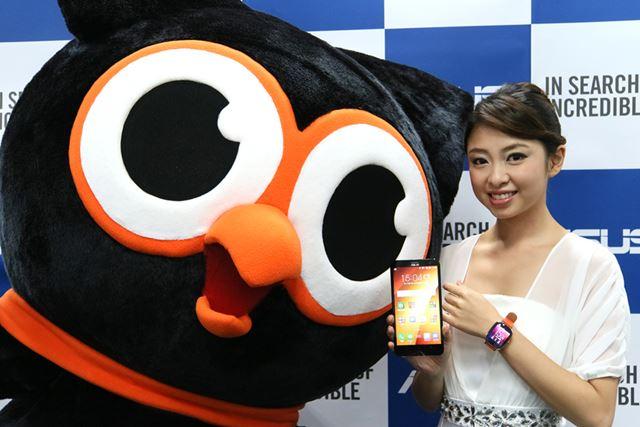 ZenFone 2 Laser(ZE601KL)とZenWatch 2。左はZenFoneのイメージキャラクターである禅太郎