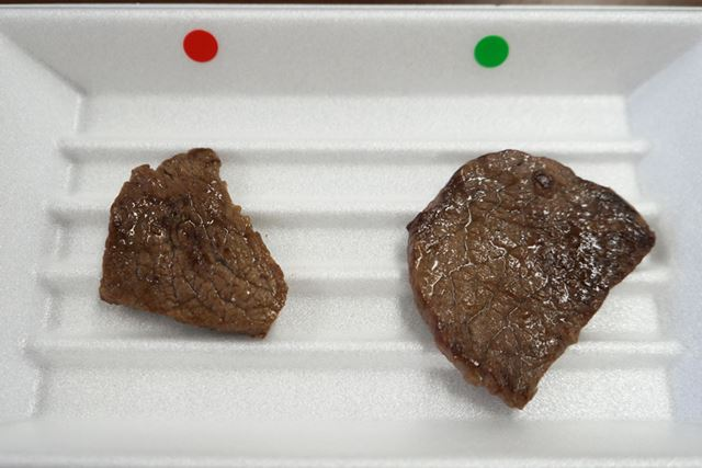 焼肉用の厚切り肉。どちらがパーシャル保存か見た目ではわからない