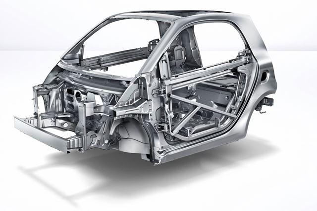 トリディオンセーフティセルと名づけられたスチール製の頑丈なボディが、高い衝突安全性をもたらしている