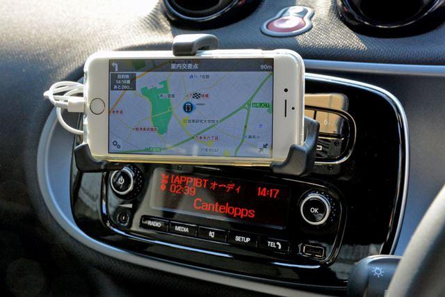 クレードルと専用のアプリを組み合わせて、手持ちのスマホをポータブルナビとして利用できる