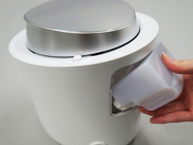 準備は、水道水をセットするのみ。水道水よりも精製水のほうがおすすめらしいが、筆者は水道水を利用する