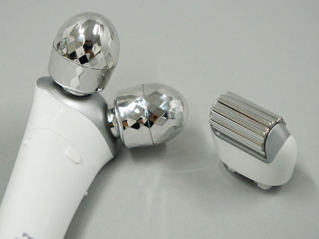 丸い形の「つまみローラー」と、凸凹した横長の「さすりローラー」を付け替えて使用する