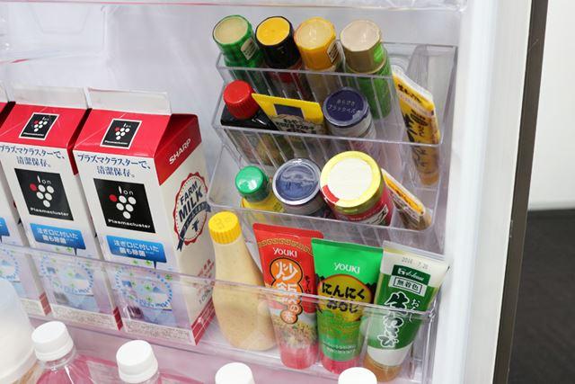 小瓶やチューブなど多様なサイズの調味料を効率的に収納できるよう、ラックは4サイズに分かれている