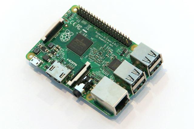 プログラミングの学習や電子工作用として人気のRaspberry Pi 2。Windows 10 IoT Coreが動作する