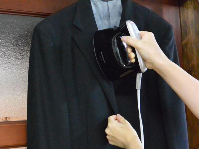 スーツの襟の部分は男性向けのほうが向いている感じがした