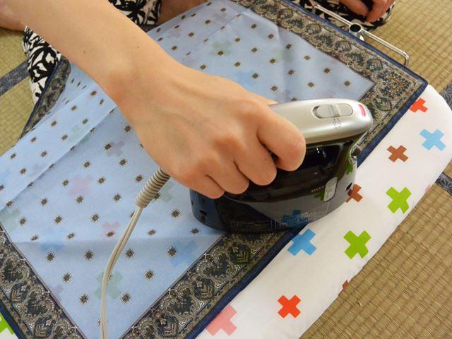 アイロン台を使ったアイロンがけは、全般的にフラット形状のかけ面のほうが力が込めやすい