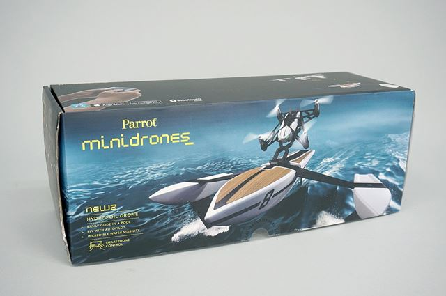 これがHydrofoil Droneのパッケージ。細長い箱です