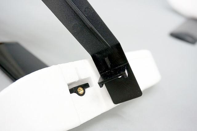 アームとサイドフロートも、ティー字の凹凸があるので向きに注意して取り付けます