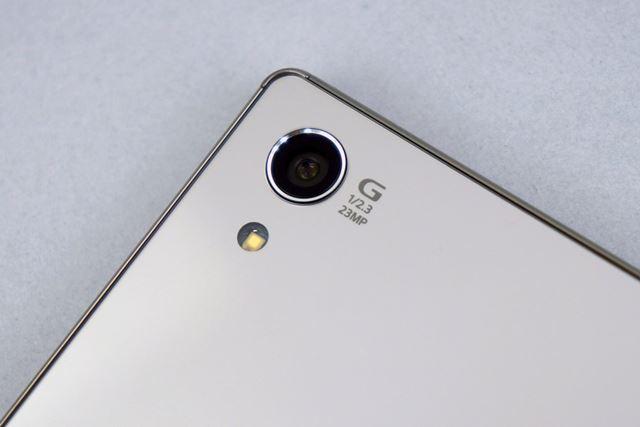 メインカメラは約2300万画素のCMOSイメージセンサーを搭載。もちろん4K動画を撮影できる