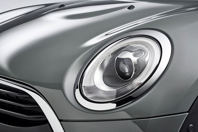 丸目のライトなどMINIらしさをつかさどるデザインモチーフは積極的に取り入れられている