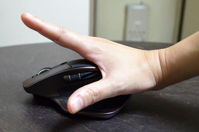 手のひらをグーッと押し付けると、疲れも癒される。マッサージグッズにもなる、万能マウス!