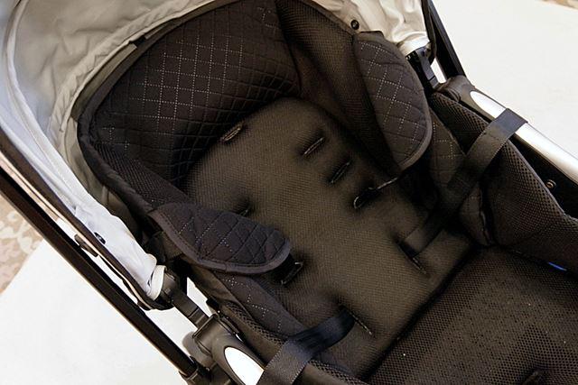 赤ちゃんの身体に接する背中側の「インナーシート」には、通気性の高い「エルグ」を採用