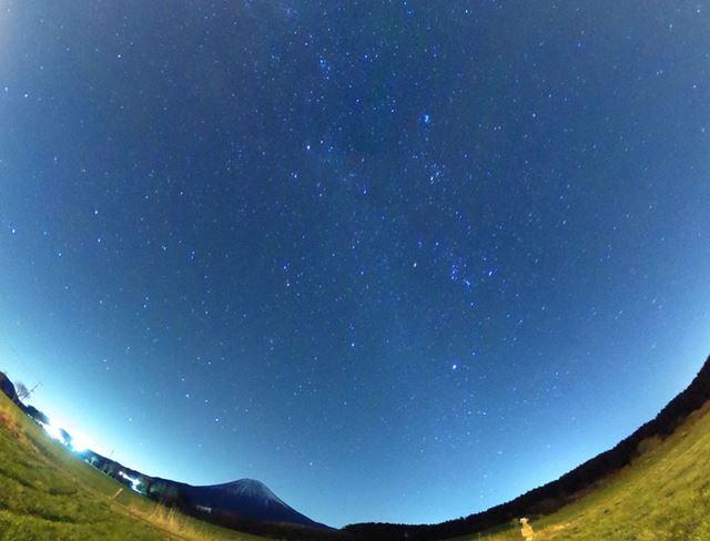 今回THETA Sで撮った星空の写真。iPadの画面をキャプチャーしたものになる