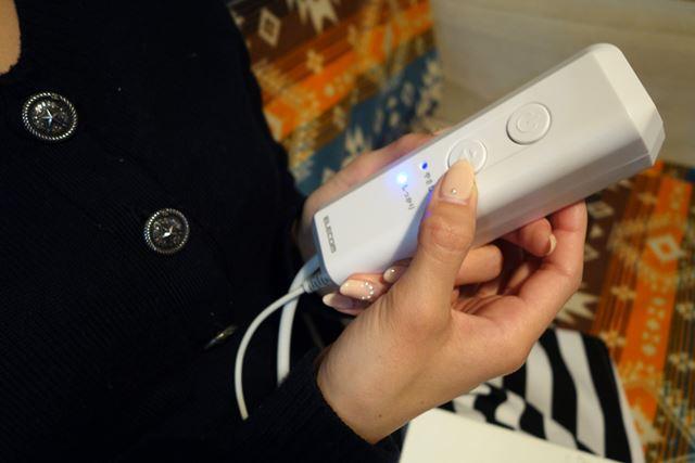 電源ボタンと、しっかり/やさしくのモード選択ボタンのみのシンプルなリモコン