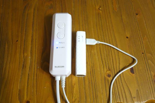手持ちのモバイルバッテリーに接続すれば外出先でも使用できます