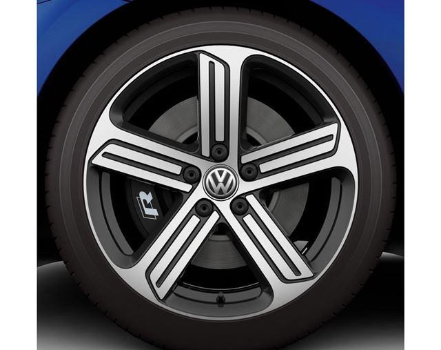 ゴルフ Rには専用デザインの18インチホイールを装備。タイヤサイズは225/40R18