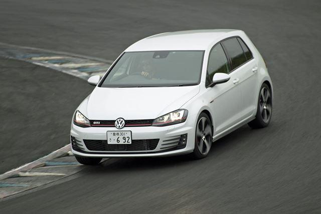 ゴルフGTIは、ステアリングやクラッチに手応えがあり、運転している実感が強くエキサイティング
