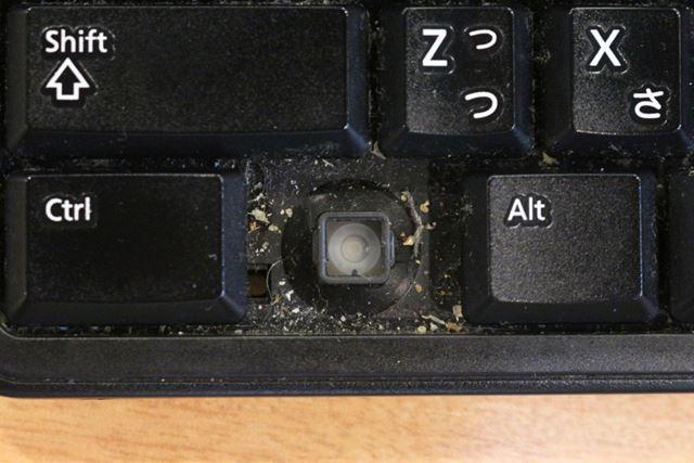 この汚れがキーボード全体に広がっているかと思うと鳥肌が立つ