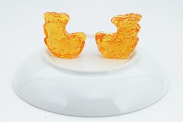 皿を裏返して、由緒正しくシャチホコを設置。色も名古屋城の金のシャチホコっぽい!