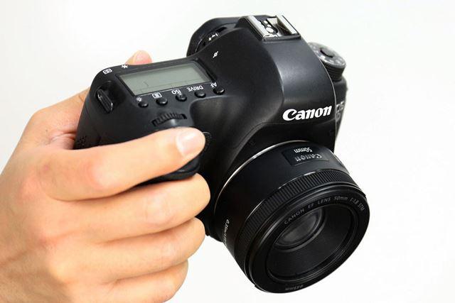 低価格な単焦点レンズの代表的なモデル、キヤノン「EF50mm F1.8 STM」