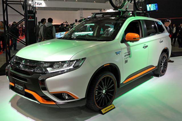 三菱自動車はキャンピング仕様とアウトドア仕様の2つのカスタマイズを提案。写真はアウトドア指向だ