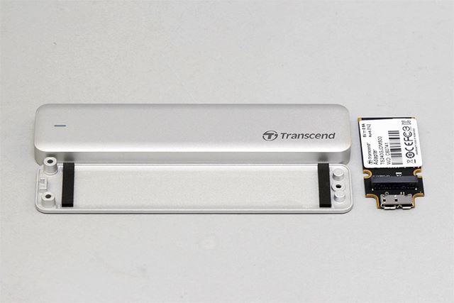 SSD用外付けケース。中にはUSB 3.0インターフェイスの変換基板が入っている