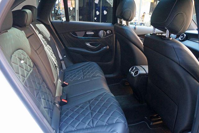 車内の空間も広がった。特に、後席のレッグルームはGLKと比較して57mm拡大している