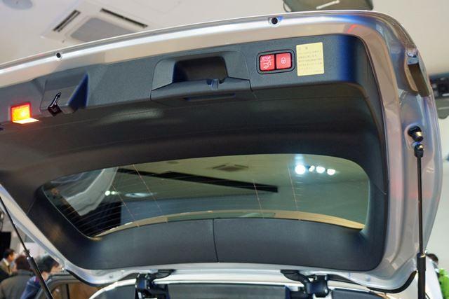 電動ハッチゲートは、開口角度を調整できる「EASY-PACK自動開閉テールゲート」を装備