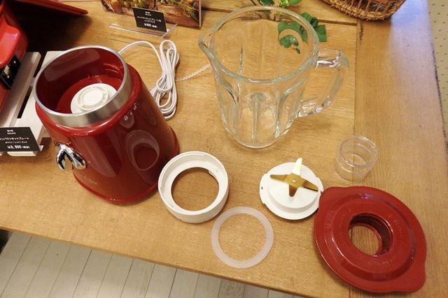 ガラスジャーだけでなく、刃やパッキンも分解して洗浄できる