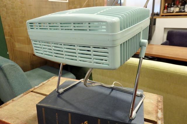 真上にも送風可能! 送風は2段階で調整できる。市場想定価格は3,800円(税別)