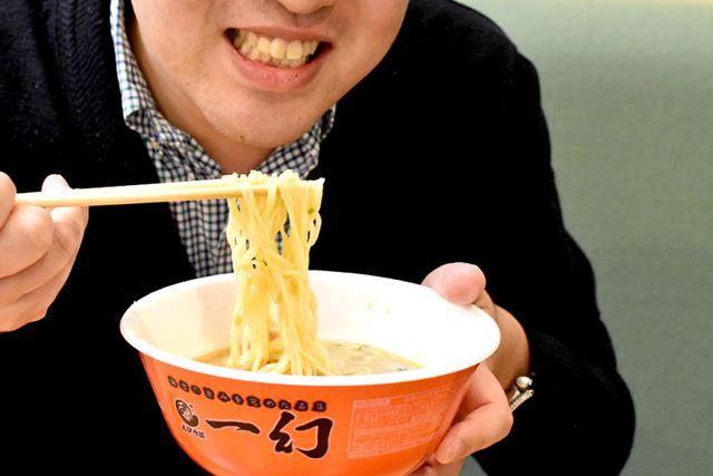 スープもさることながら、生麺のような麺にも驚きました