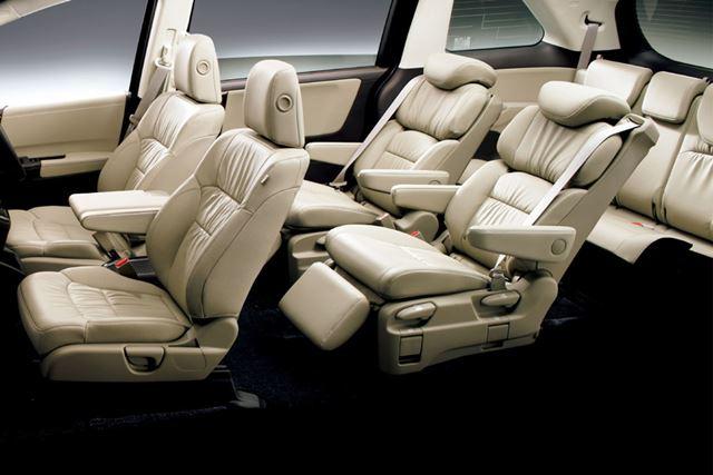 3列シートのレイアウトはガソリン車から変更はない。室内空間も基本的に共通