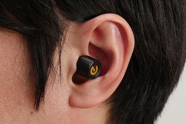 まさに耳栓のようになっている