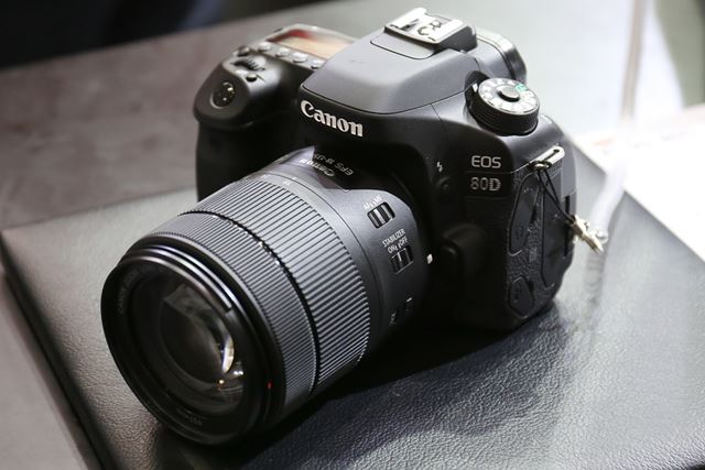 「EOS 80D」に「EF-S18-135mm F3.5-5.6 IS USM」を装着