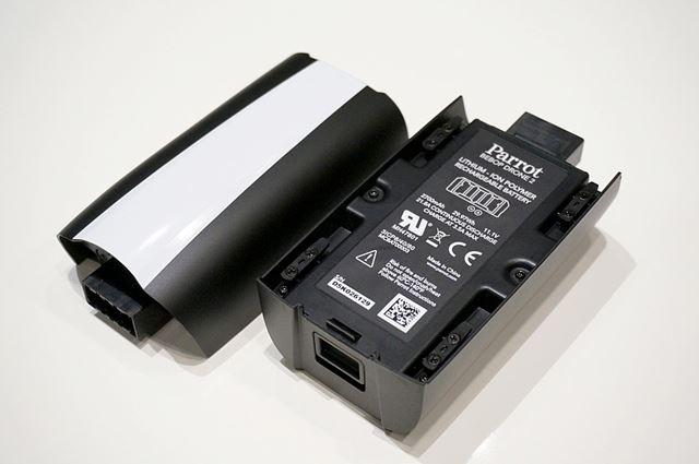 新しいバッテリーです。2700mAhのリチウムイオン充電池を使用しています