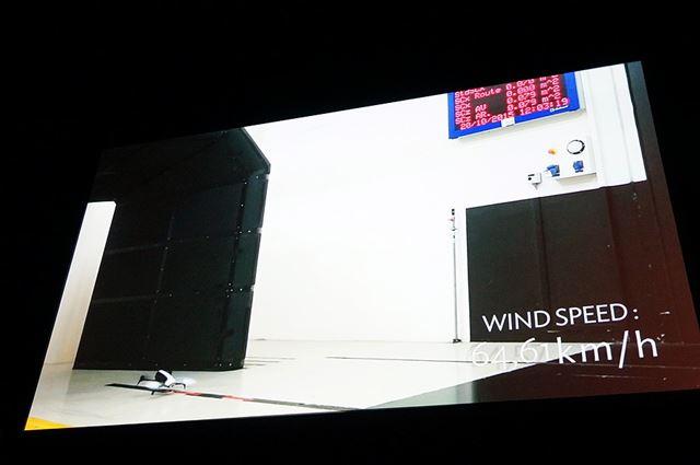 空洞実験の様子が紹介されていました。最大風速63km/hの風の中でも飛行することができるほどパワフル