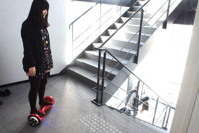 さすがにジャイロボードで階段は無理