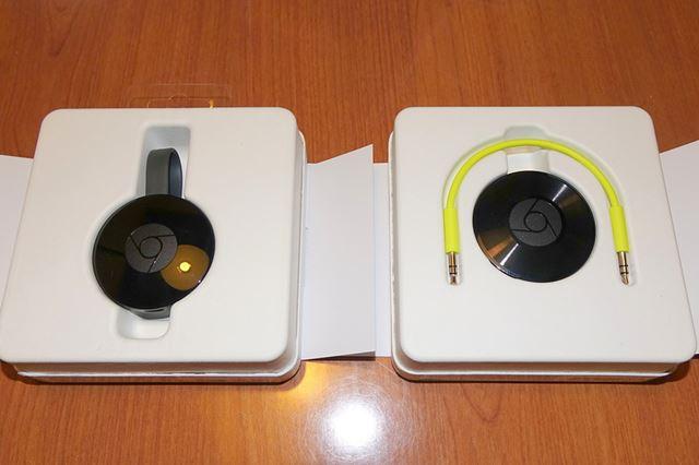購入したての両モデル。左がChromecast、右がChromecast Audio
