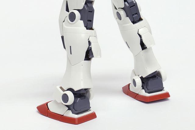 脚のふくらはぎ後部のスラスターノズルは開閉式になっています