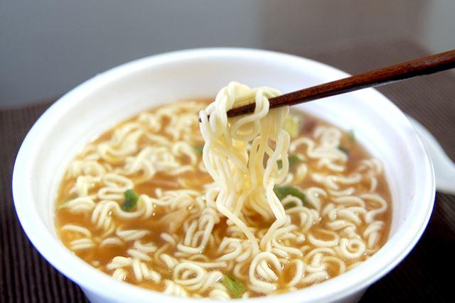 麺がかなりウマい! スープはしょうゆ味で、どちらかというとダシが効いている感じです