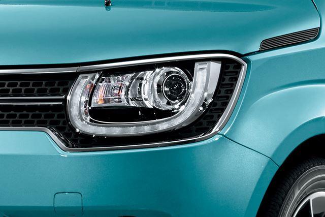 強い印象を残すヘッドライト周辺のデザイン。LEDヘッドライトが使われている
