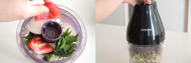 (3)切った野菜をバスケットに投入します。<br>(4)本体をカップにセットして、下方向に押します。