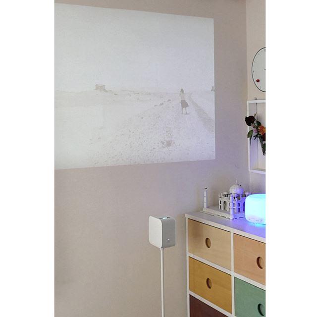 壁から50cm離して設置し、明るさを最大にしてプロジェクションした場合