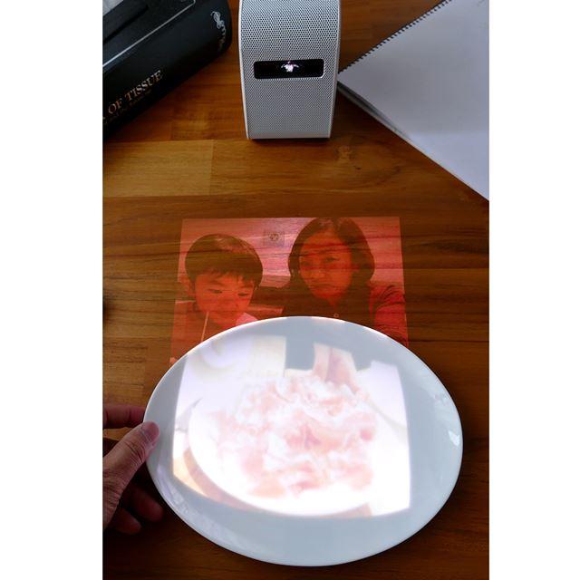 白いお皿は光が乱反射してしまい、映像がぼんやりしてしまいました