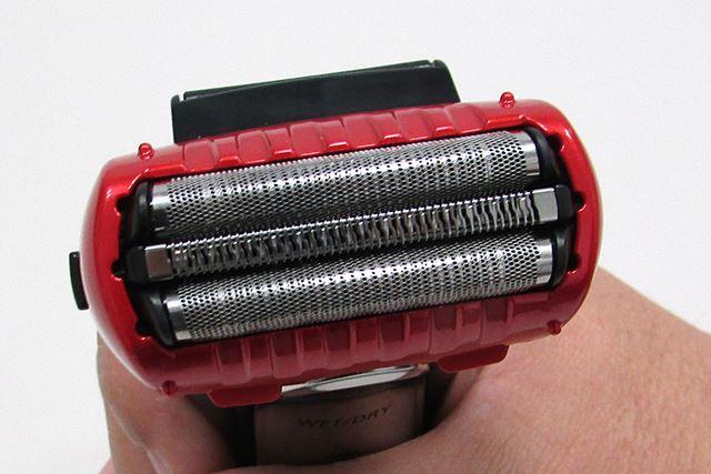 往復式の3枚刃を採用。ストロークは約13,000回/分
