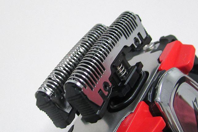 硬いヒゲもスパッとカットできるよう、内刃は刃先の角度を30°まで鋭くしている
