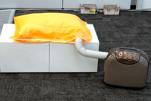 布団以外に、枕を乾燥させる専用マットも付属。顔が直接接地するものだけに、これはうれしい
