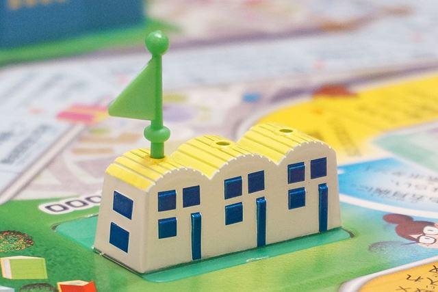 一家は、$30,000で小さな家を購入